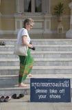 Turysta w nagich ciekach jako ocena szacunek obrazy royalty free