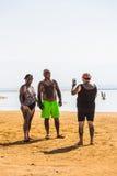 Turysty brzeg Nieżywy morze Zdjęcie Stock
