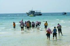 Turysty Ko grupowy opuszcza Lan, koh hae, Koralowa wyspa, Pattaya, Tajlandia, Azja Obraz Stock