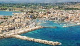 Turysty port Syracuse Sicily obrazy royalty free
