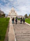 Turysty przespacerowanie w Montmartre fotografia stock