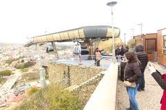 Turysty przespacerowanie w Tbilisi ulicie Gruzja zdjęcia stock