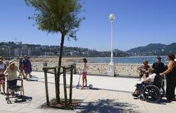 Turysty przespacerowanie wzdłuż losu angeles Concha plaży deptaka obraz royalty free
