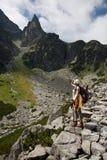 turysty rekonesansowe dziewczyny góry Obraz Stock