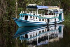 Turystyczna łódź na rzece w Borneo fotografia royalty free