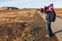 Turystyczna bierze fotografia siklawa Gullfoss, Złota okrąg wycieczka turysyczna, zdjęcie stock