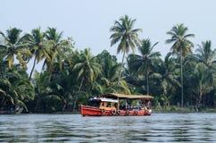 Turystyczna łódź przy Kerala stojącymi wodami, Alleppey, India Obrazy Stock