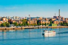 Turystyczna przyjemności łódź Blisko schronienia Helsinki, Finlandia Obrazy Stock