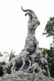 Turystyczna wizyty wuyang kamieniarka w yuexiu parku Fotografia Royalty Free
