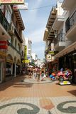 Turystyczna zakupy ulica, Torremolinos Obraz Royalty Free