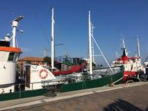 Turystyczne łodzie przy molem w Heiligenhafen, Niemcy obraz stock
