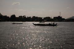 Turystyczne łodzie na jeziorze Zdjęcia Stock