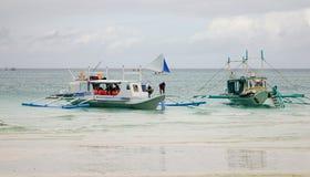 Turystyczne łodzie na morzu w Boracay, Filipiny Fotografia Stock