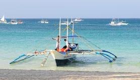 Turystyczne łodzie na morzu w Boracay, Filipiny Obrazy Royalty Free