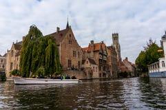 TURYSTYCZNE łodzie W BRUGGE, BELGIA Zdjęcia Royalty Free