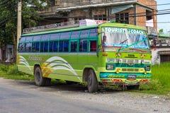 Turystycznego autobusu urlop na ulicie Pokhara Zdjęcia Royalty Free