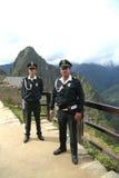 Turystyczni funkcjonariuszi policji przy Machu Picchu ruinami w Peru Zdjęcia Stock