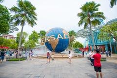 Turystyczni visite universal studio Singapur przy Sentosa wyspą, Singapur Zdjęcia Royalty Free