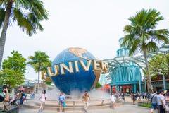 Turystyczni visite universal studio Singapur przy Sentosa wyspą, Singapur Zdjęcie Royalty Free