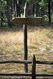 Turystyczny drewno szyldowy lub oceny ścieżki kierunek zdjęcia royalty free