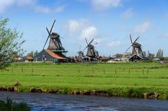 Turystyczny miejsce przeznaczenia, Wiatrowi młyny w Zaanse Schans Fotografia Stock