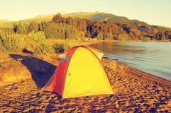 Turystyczny namiot Generał Carrera jeziorem Zdjęcia Royalty Free