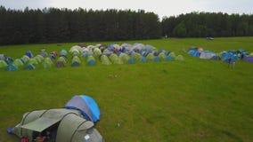 Turystyczny namiot z pięknym zmierzchu tłem Dziecka ` s namiot wśród nieba i podróży Dziecka ` s campsite Dziecka ` s obóz Fotografia Stock