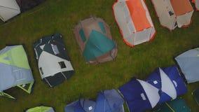 Turystyczny namiot z pięknym zmierzchu tłem Dziecka ` s namiot wśród nieba i podróży Dziecka ` s campsite Dziecka ` s obóz Zdjęcie Royalty Free