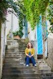 Turystyczny obsiadanie na schodkach w Positano, Włochy obraz royalty free