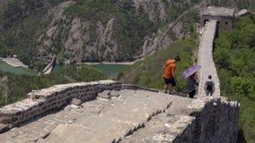 Turystyczny odprowadzenie niebezpieczna sekcja wielki mur zbiory