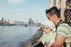 Turystyczny ojciec I syn Zdjęcia Royalty Free