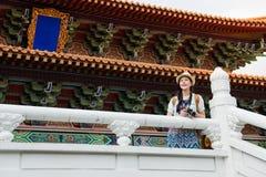 Turystyczny patrzeje widok chińska świątynia obraz royalty free