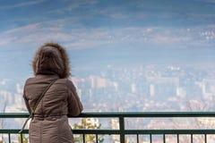 Turystyczny patrzeje widok góry Obraz Stock