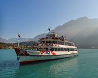 Turystyczny prom na Brienz jeziorze Szwajcaria zdjęcia stock