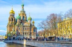 Turystyczny rynek przy Griboedov kanałem w St Petersburg obrazy royalty free