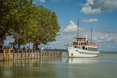 Turystyczny statek na jeziornym Balaton w Węgry Zdjęcie Stock