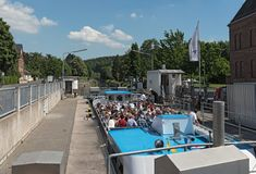 Turystyczny statek w ?luzie w Limburg dera lahn Hesse Germany obraz royalty free