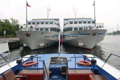 Turystyczny statek w bramie Zdjęcie Royalty Free