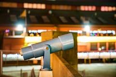 Turystyczny teleskop przy nocą Fotografia Royalty Free