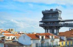 Turystyczny widoku punkt Elevador De Santa Justa nad Lisbon pejzaż miejski, Portugalia zdjęcia royalty free