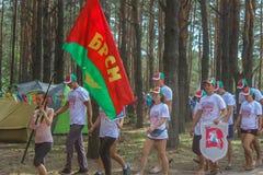 Turystyczny wiec młodzi ludzie w Gomel regionie republika Białoruś zdjęcia stock