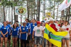 Turystyczny wiec młodzi ludzie w Gomel regionie republika Białoruś obrazy stock
