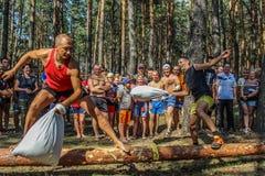 Turystyczny wiec młodzi ludzie w Gomel regionie republika Białoruś zdjęcie stock