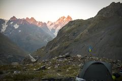 Turystyka w Kaukaskich górach w Gruzja Obrazy Royalty Free