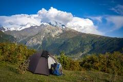 Turystyka w Kaukaskich górach w Gruzja Obrazy Stock