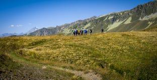 Turystyka w Kaukaskich górach w Gruzja Zdjęcia Stock