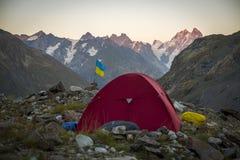 Turystyka w Kaukaskich górach w Gruzja Zdjęcie Stock