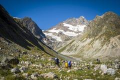 Turystyka w Kaukaskich górach w Gruzja Fotografia Stock