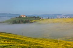 Tuscan farmhouse in a fog Royalty Free Stock Photos