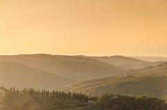 Tuscan kullar på solnedgången Royaltyfria Bilder